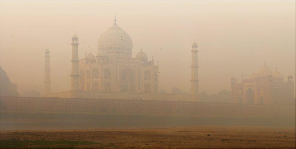 Taj Mahal dans la brume